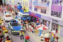 Немецкая семья воссоздала карнавал «Розенмонтаг» с помощью игрушек Playmobil
