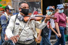Мариачи скрасили песнями День святого Валентина в Мехико