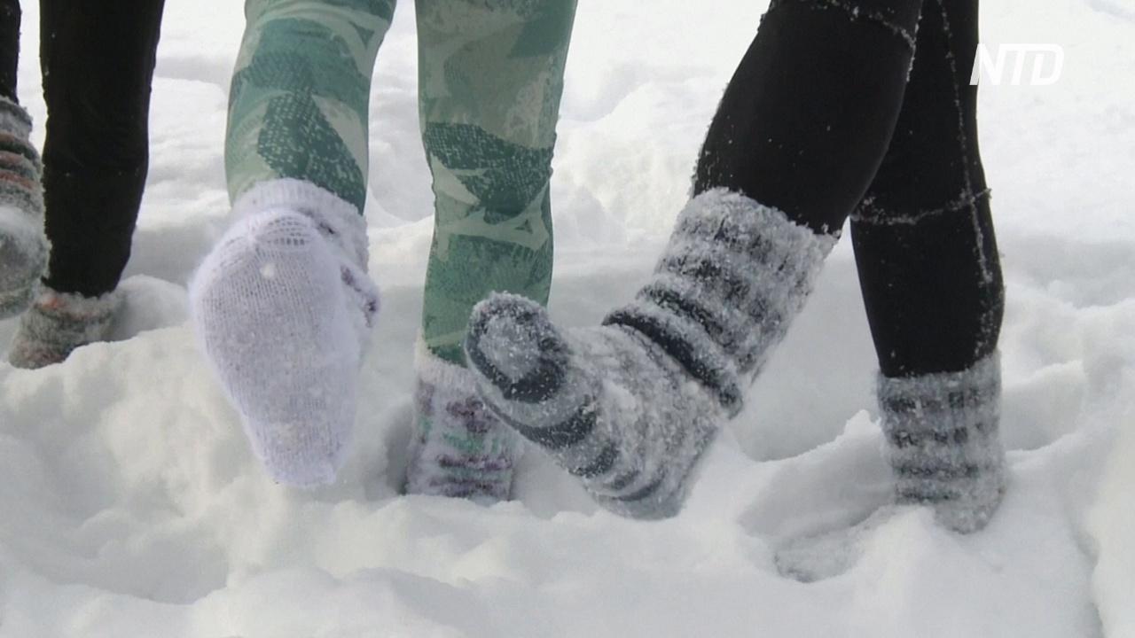 Массаж и свобода: финны бегают по снегу в шерстяных носках