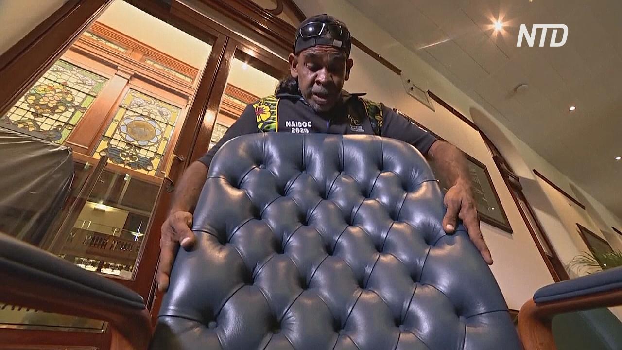 Знакомьтесь с австралийским аборигеном, который делал стулья для парламента штата