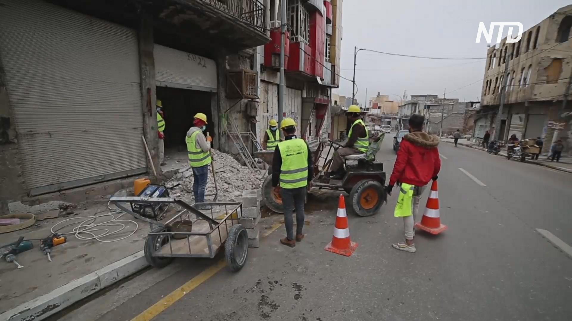 Волонтёры восстанавливают центр Мосула, чтобы магазины снова смогли открыться