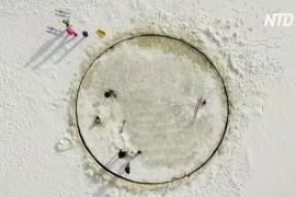 Эстонец построил карусель изо льда прямо в Балтийском море