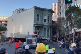 Старинный дом в Сан-Франциско переставили на другую улицу