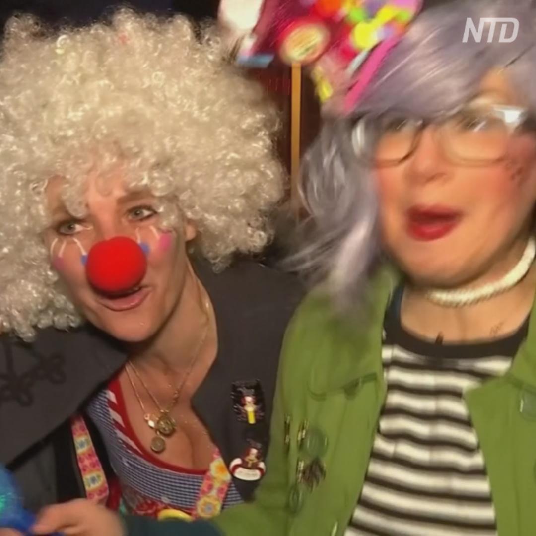 Немец «доставляет» карнавал прямо к окнам клиентов