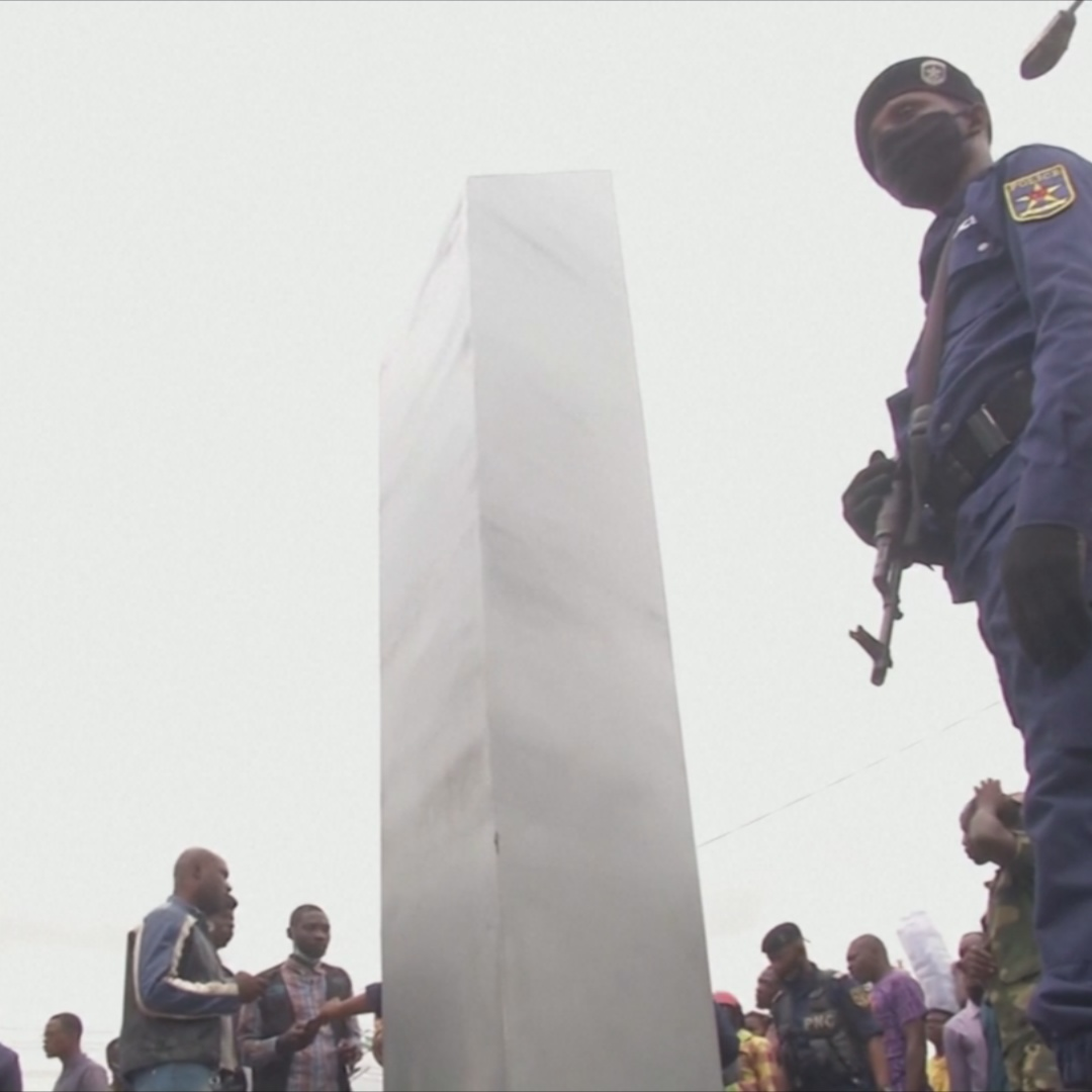 Загадочный монолит высотой 4 метра появился в ДР Конго