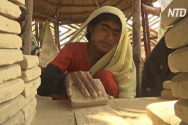 Жительницы Карачи бросают попрошайничать и идут делать плитку