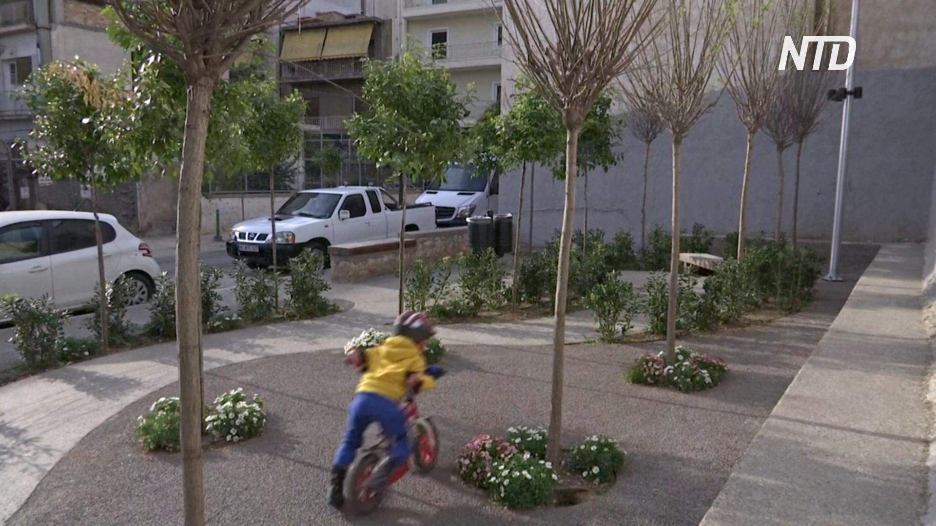 Мини-парки помогают афинянам пережить жару и духоту