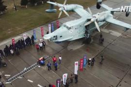 Крымский силач сдвинул с места самолёт-амфибию весом 31,5 тонны