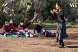 Театр с доставкой: итальянские актёры приезжают по вызову в парки