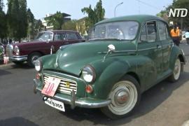 Ралли винтажных авто украсило улицы индийского курортного города