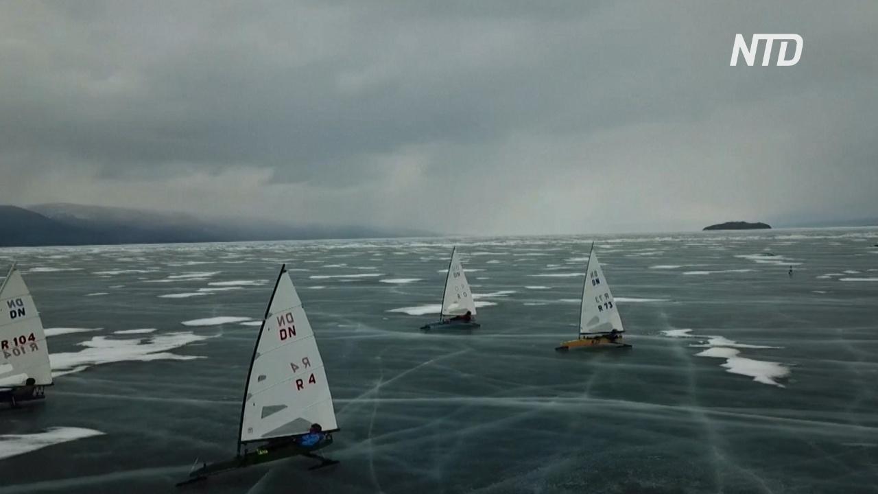 На льду Байкала проходит парусная регата на буерах
