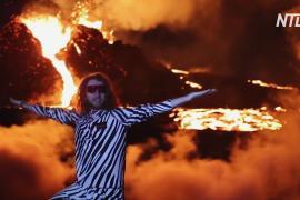 Огненное шоу в Исландии: тысячи туристов тянутся к извергающемуся вулкану