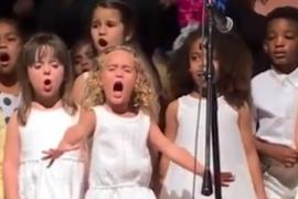 Малышка так спела песню, что видео стало вирусным