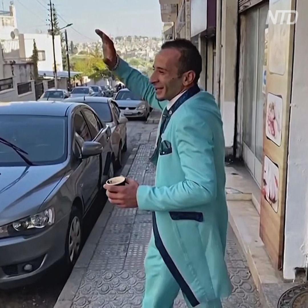 Иорданский модник щеголяет в костюмах из остатков обивочной ткани