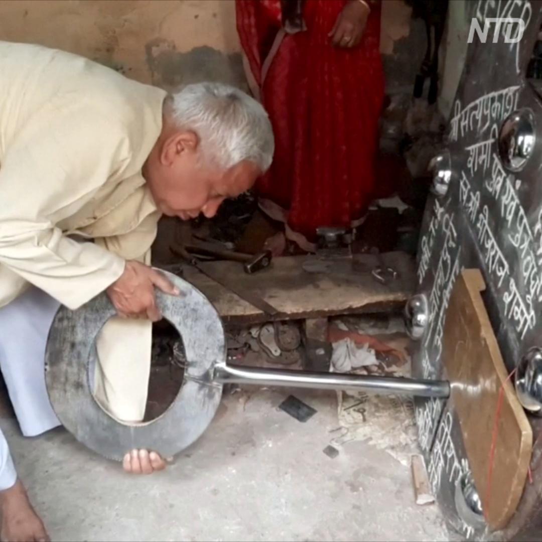 Индийский мастер соорудил гигантский замок весом 300 кг