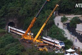 На месте крушения поезда на Тайване из тоннеля удалось извлечь искорёженный вагон