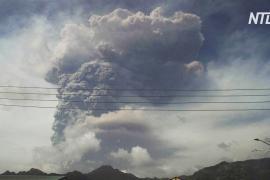 Города на карибском острове Сент-Винсент укрыло толстым слоем пепла: проснулся вулкан