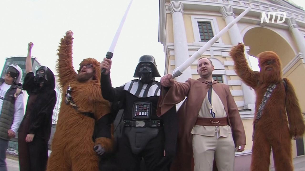 В России День космонавтики отметили уборкой улиц и грандиозным шоу дронов