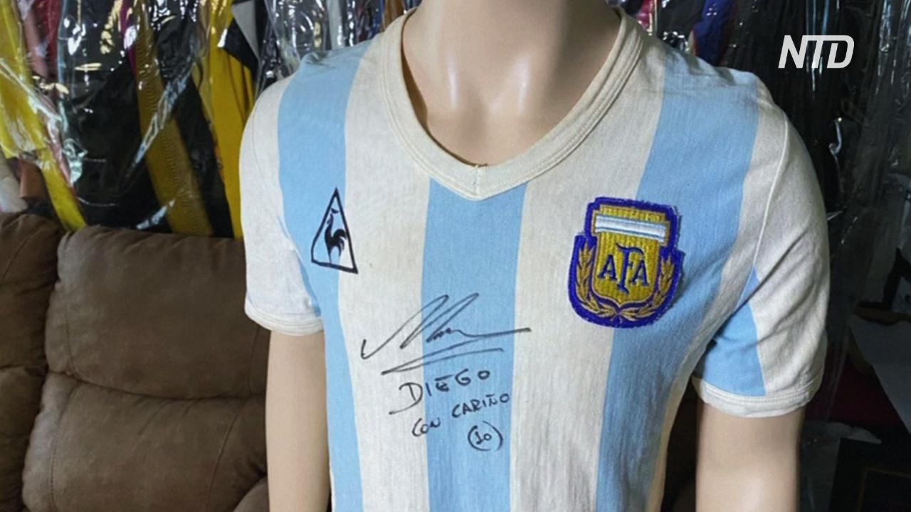 Футболку Марадоны с его автографом выставляют на аукцион