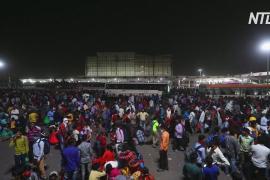 Рабочие-мигранты пытаются уехать из Нью-Дели из-за локдауна