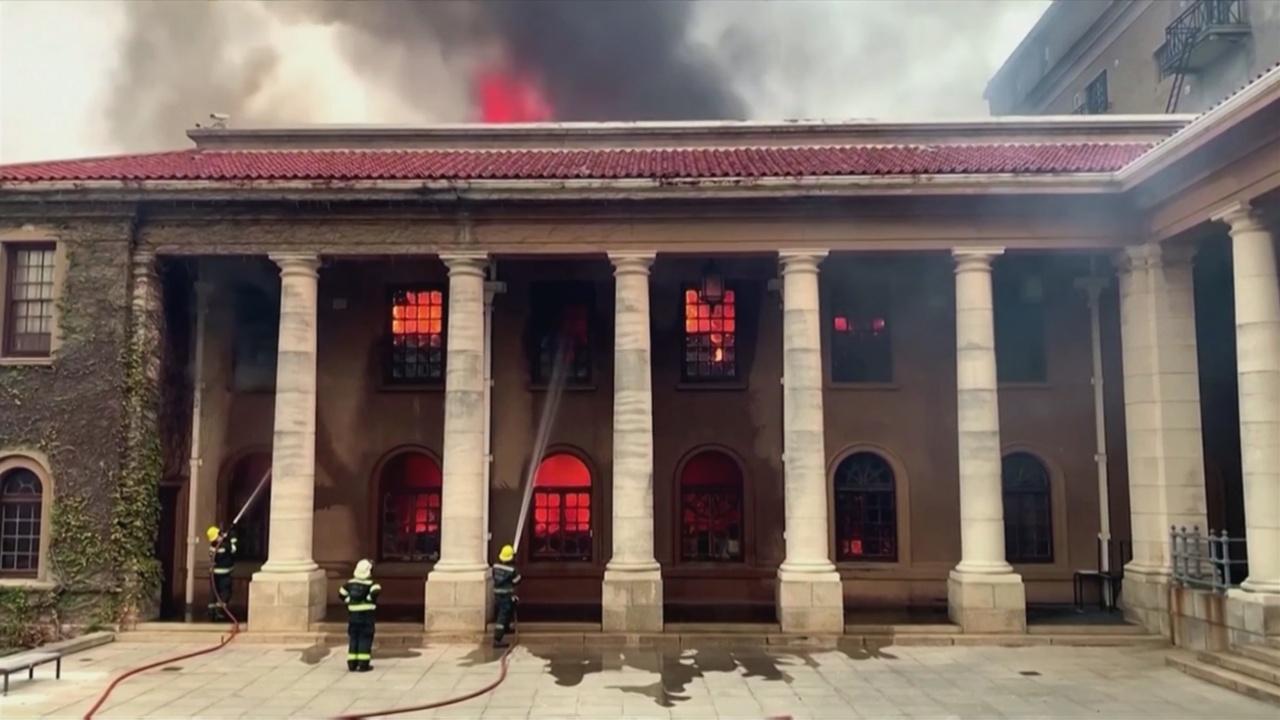 В Кейптауне оценивают ущерб после сильнейшего пожара