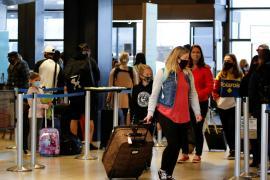 США расширили список стран, в которые не рекомендуется ездить из-за COVID-19