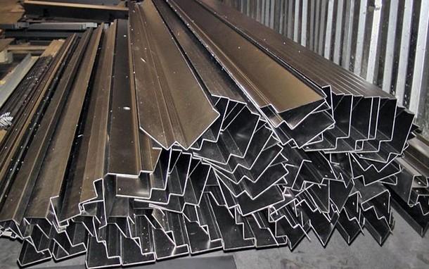 Гибка листового металла: технологии и особенности