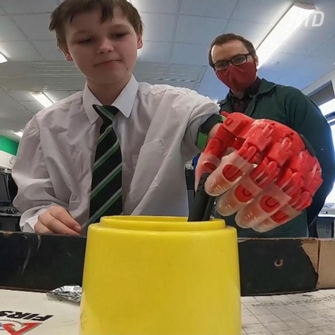 Учитель-супергерой напечатал протез для своего ученика