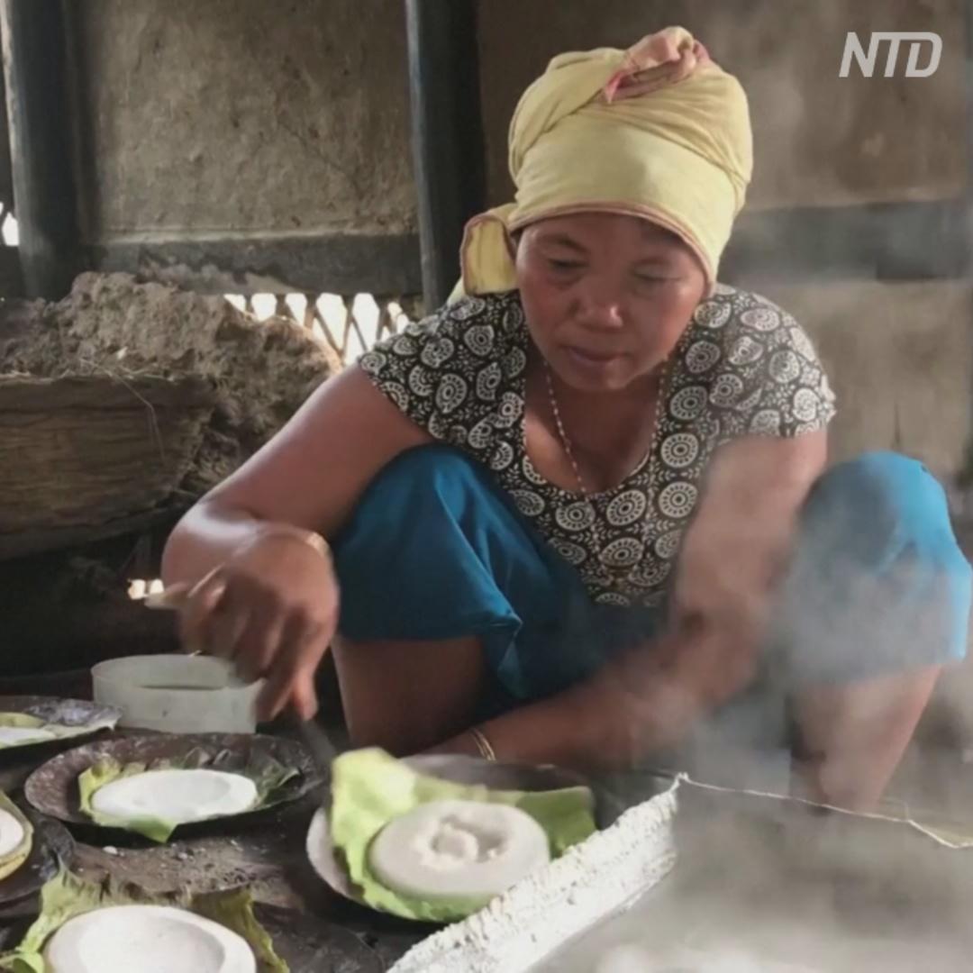 Как индианки добывают соль древним методом выпаривания