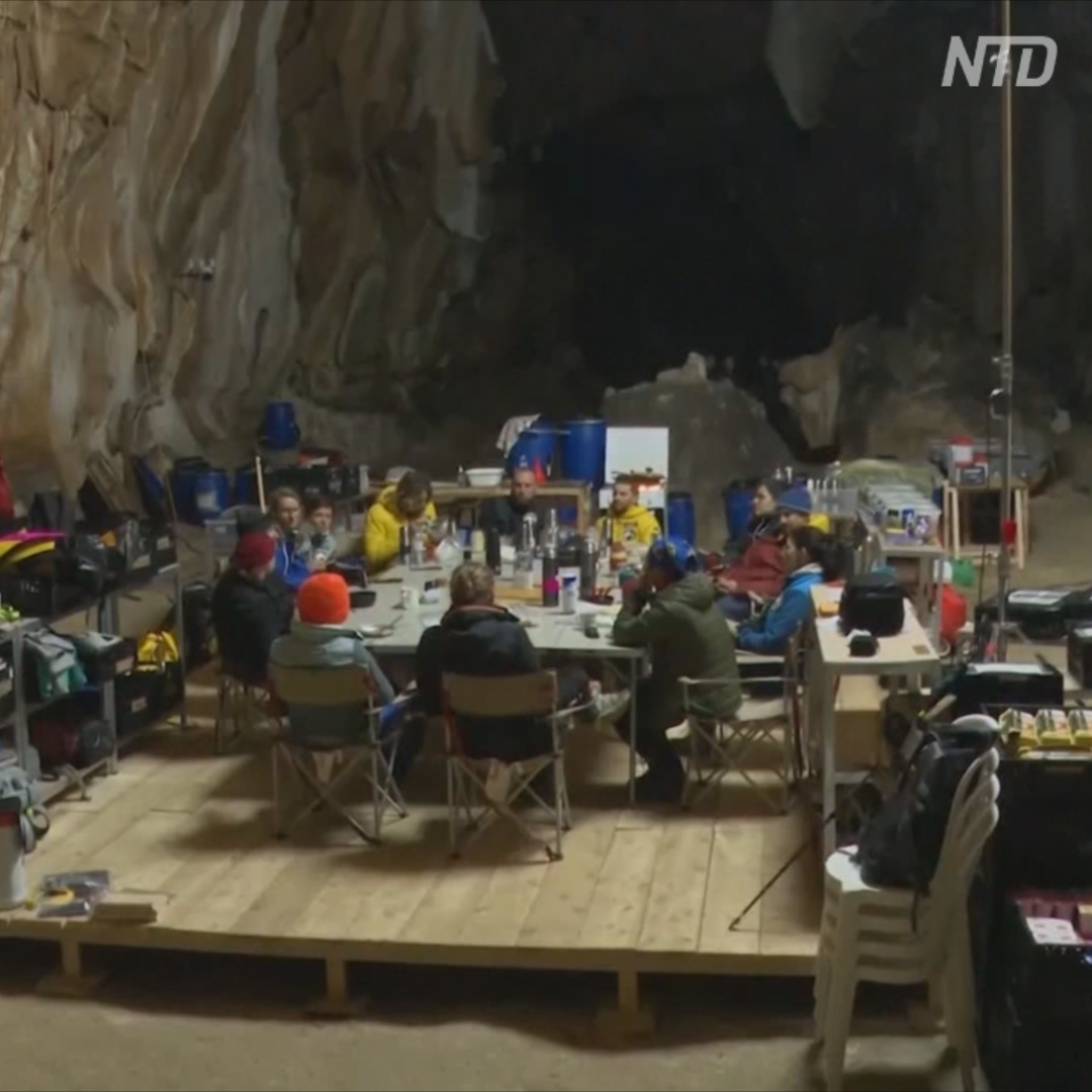 Зачем 15 человек провели в пещере 40 дней
