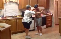 Танец бабушки и папы рассмешил детей