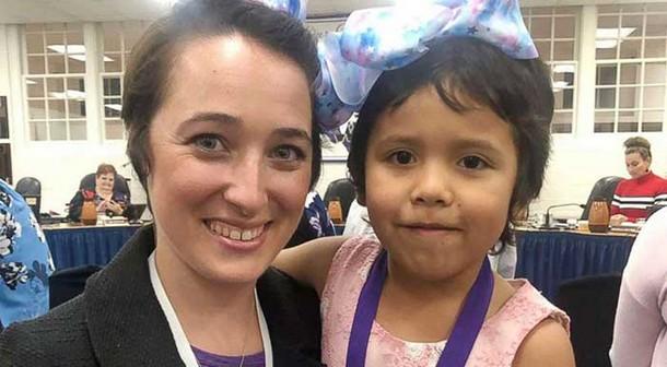 Зачем воспитательница сделала причёску как у её ученицы