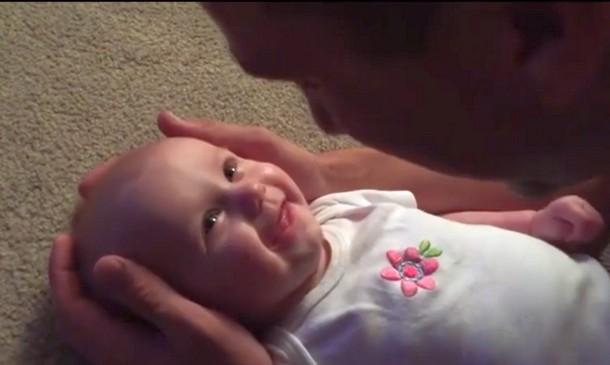 Видео колыбельной отца для дочери набрало свыше 2 млн просмотров