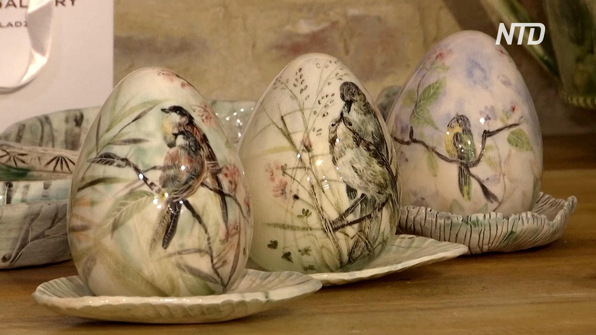 Грузинские художницы рисуют на пасхальных яйцах природу и птиц