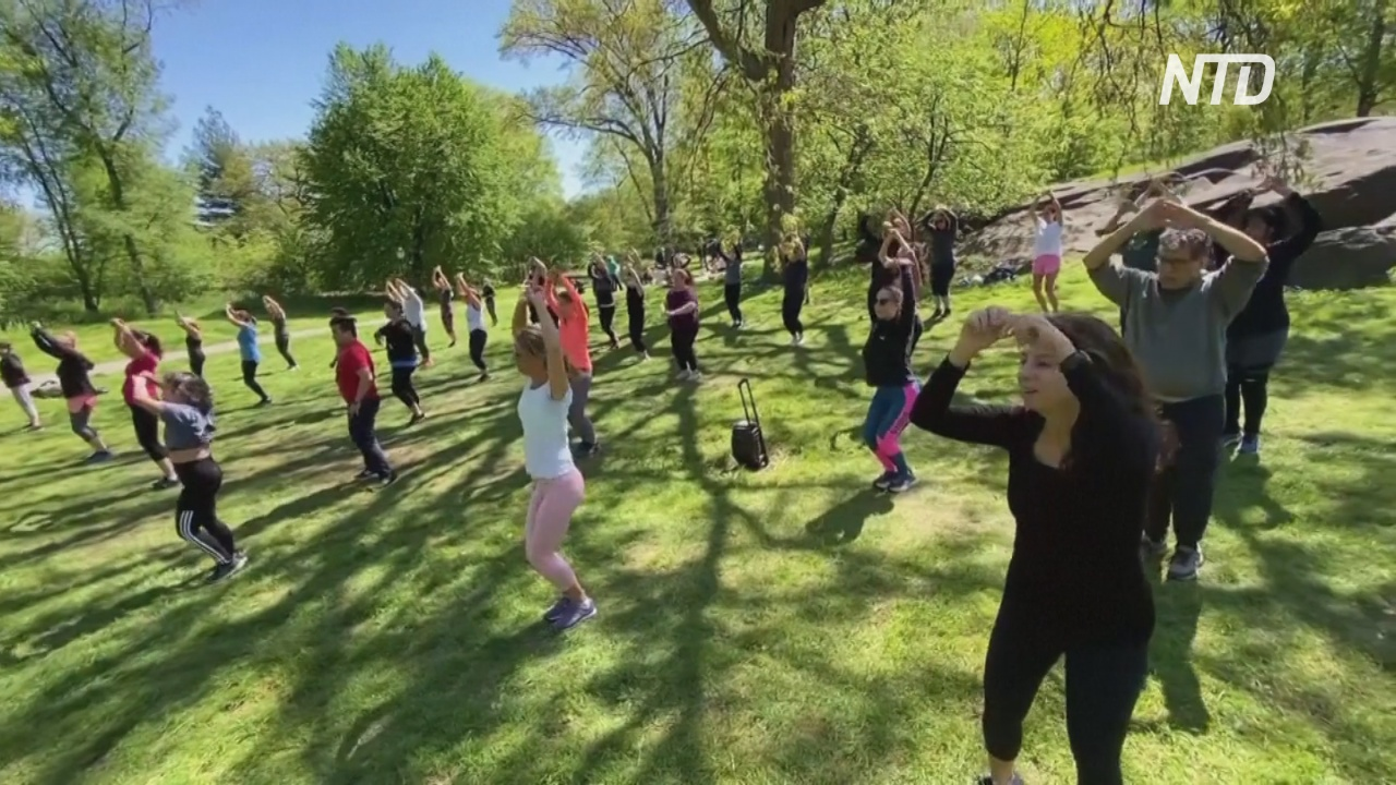 Как Зумба в парке дарит минуты счастья жителям Нью-Йорка