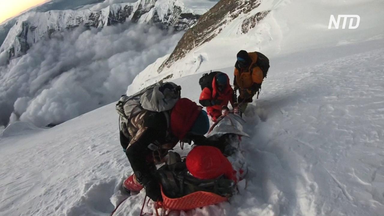 В Непале на фоне сообщений о вспышке COVID-19 на Эвересте продолжаются восхождения