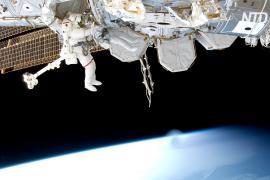 Российские члены экипажа МКС-65 работали в открытом космосе более 7 часов