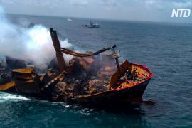 Рядом со Шри-Ланкой затонул сухогруз с химикатами, угрожая экологической катастрофой