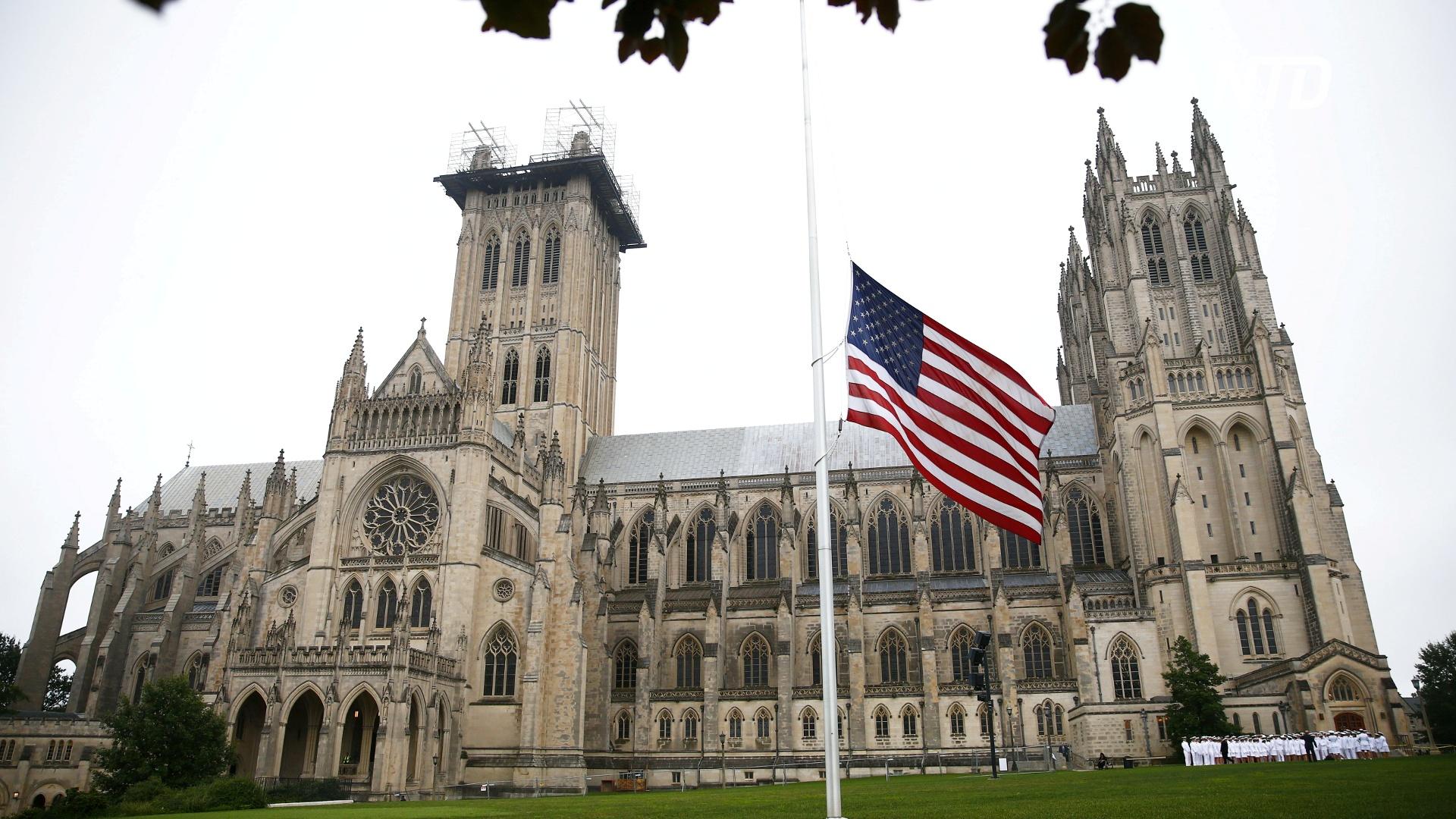Печальный рубеж: Вашингтонский собор прозвонил в колокола в память о жертвах коронавируса