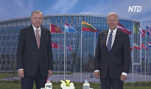 Байден и Эрдоган провели встречу на полях НАТО