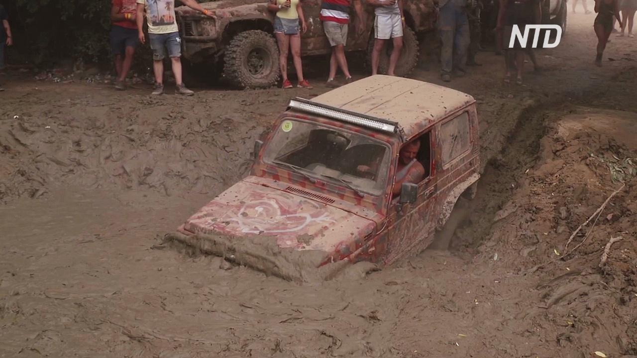 Бездорожье и море грязи: как в Венгрии проходят соревнования по трофи-рейдам