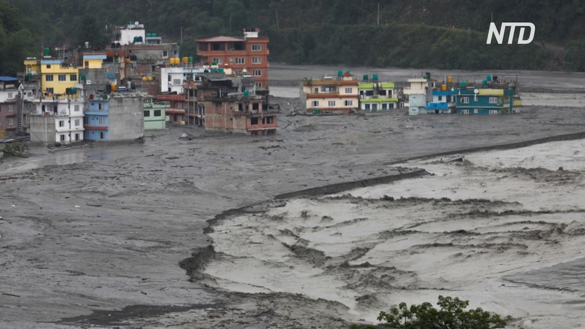 Внезапные наводнения в Непале: семеро пропавших без вести