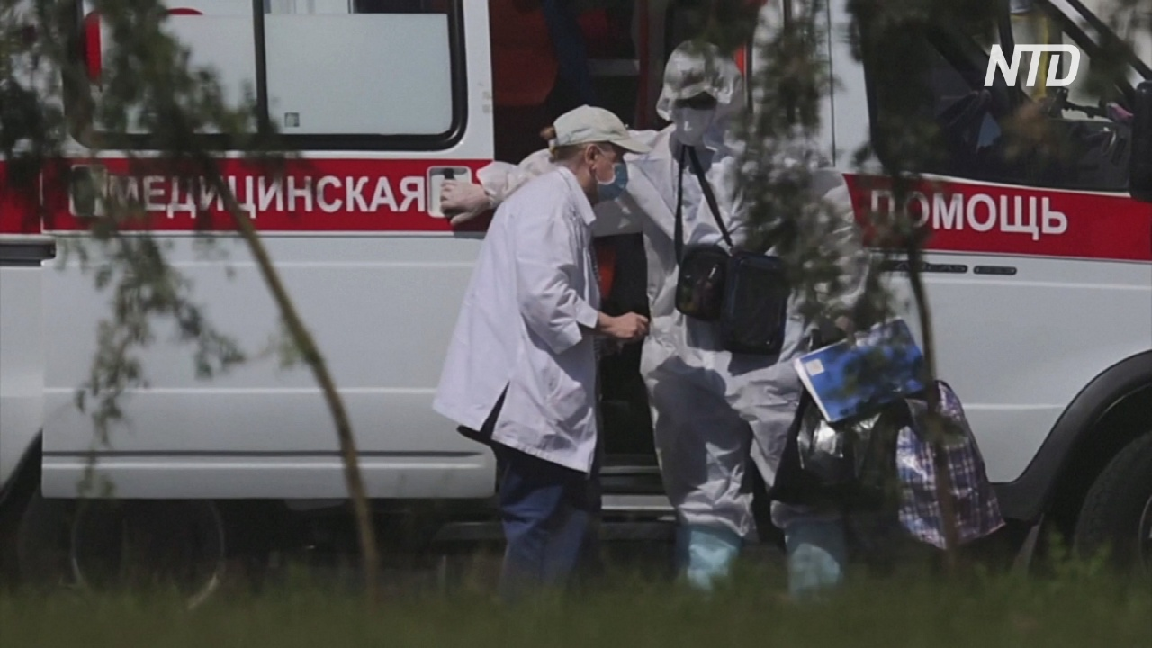 Власти России заявляют об ухудшающейся ситуации с COVID и неизбежности ревакцинации