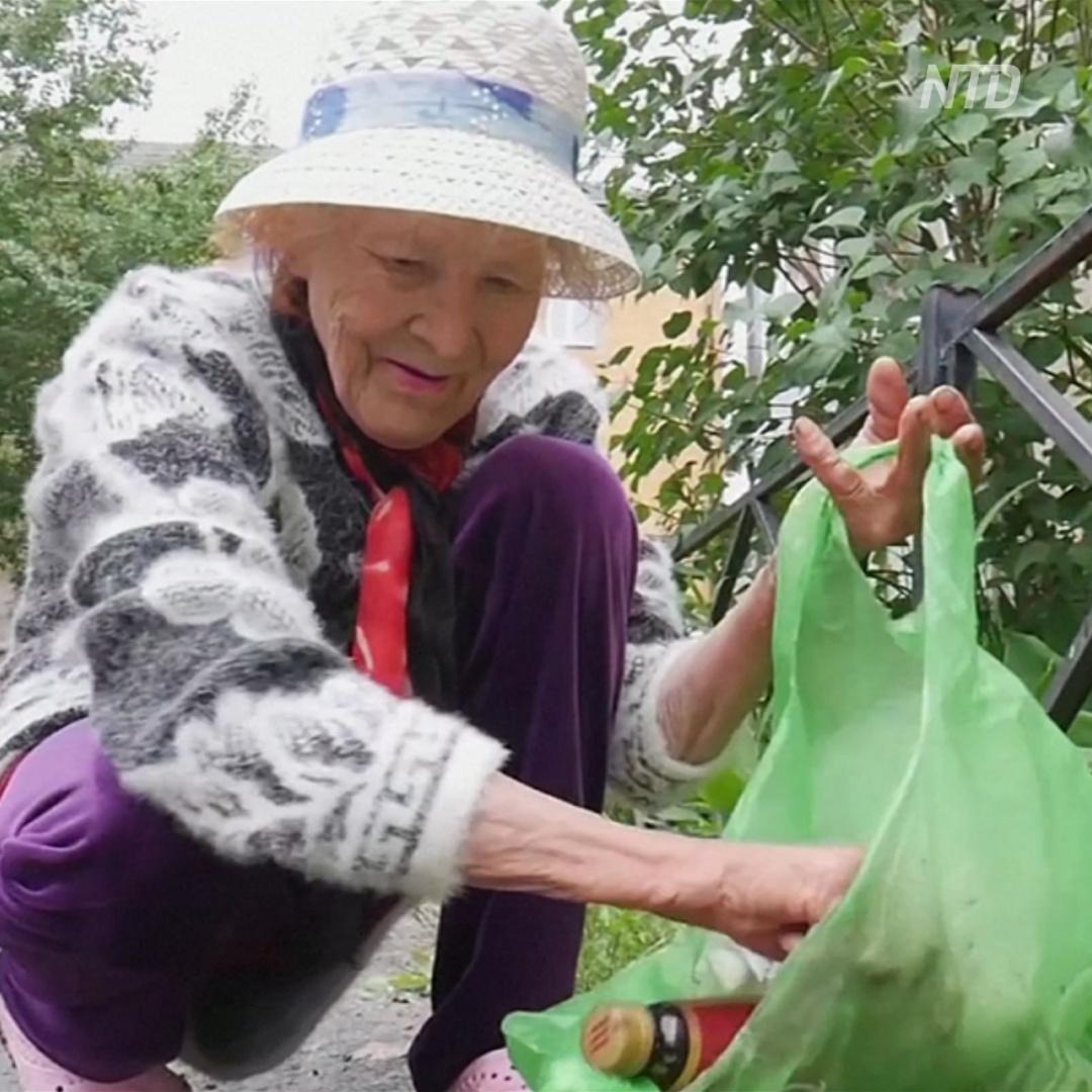 82-летняя бабушка с Урала – бесплатный дворник и звезда Интернета