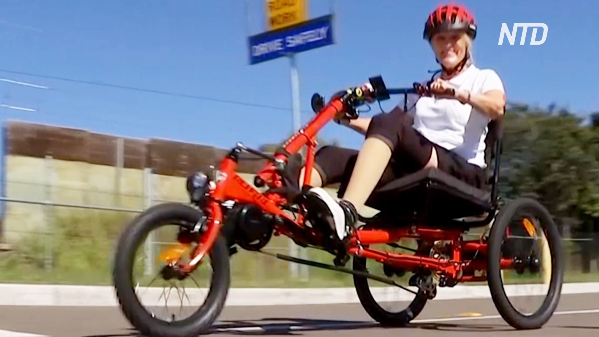 Для австралийки без ног переделали трицикл