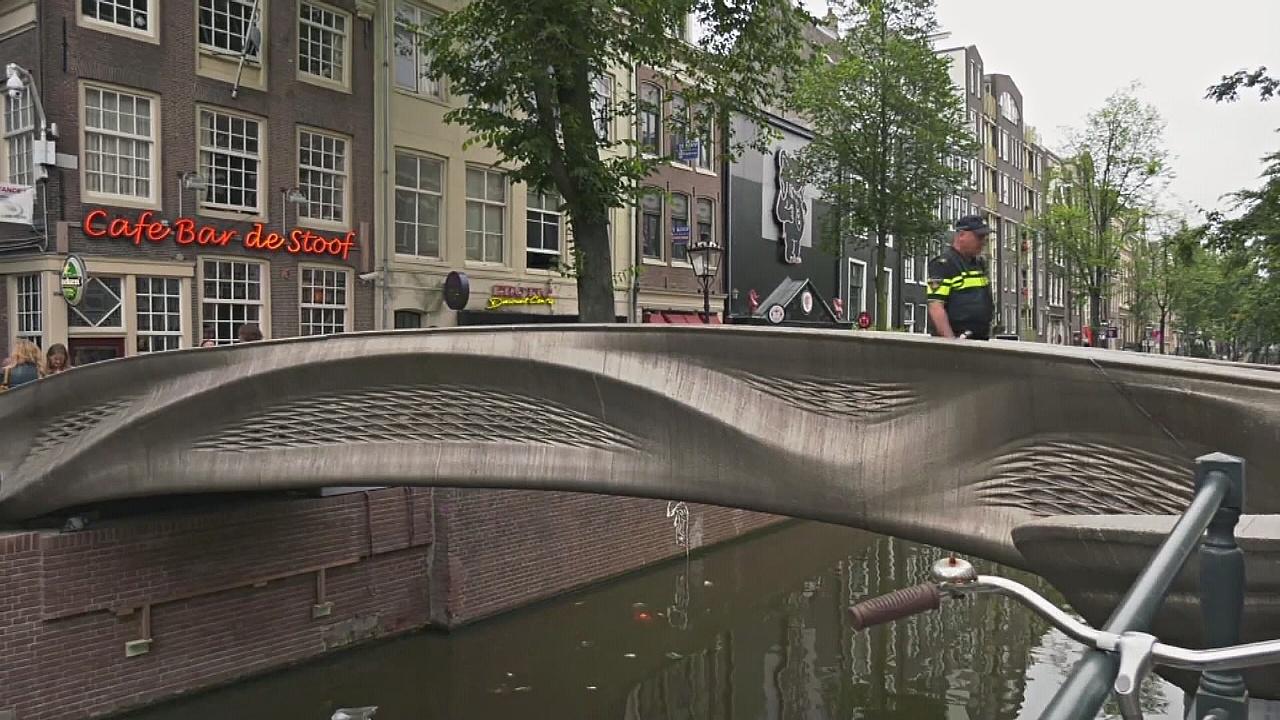 Первый в мире мост, напечатанный на 3D-принтере, открылся в Амстердаме