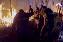 Тушат на земле и с воздуха: в Якутии усмиряют огненную стихию