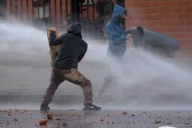 В насилие переросли мирные протесты против налоговой реформы в Колумбии