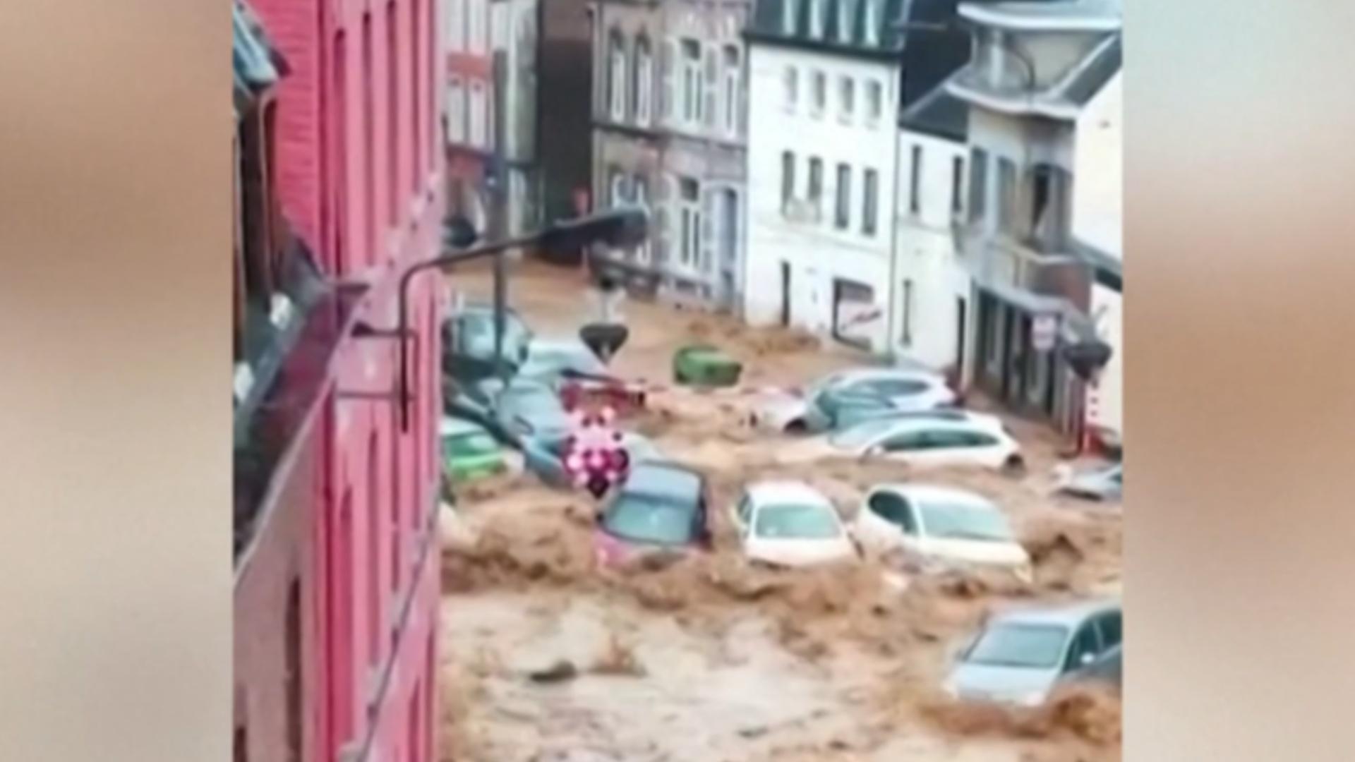 Шокирующие кадры: за несколько минут улицы бельгийского города превратились в реку