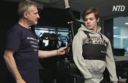 Отец создал для сына экзоскелет, чтобы он смог ходить